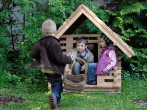 4.10105_Smallest Play House_001