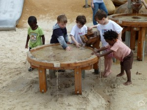 5.10600_Round Mud Table_001